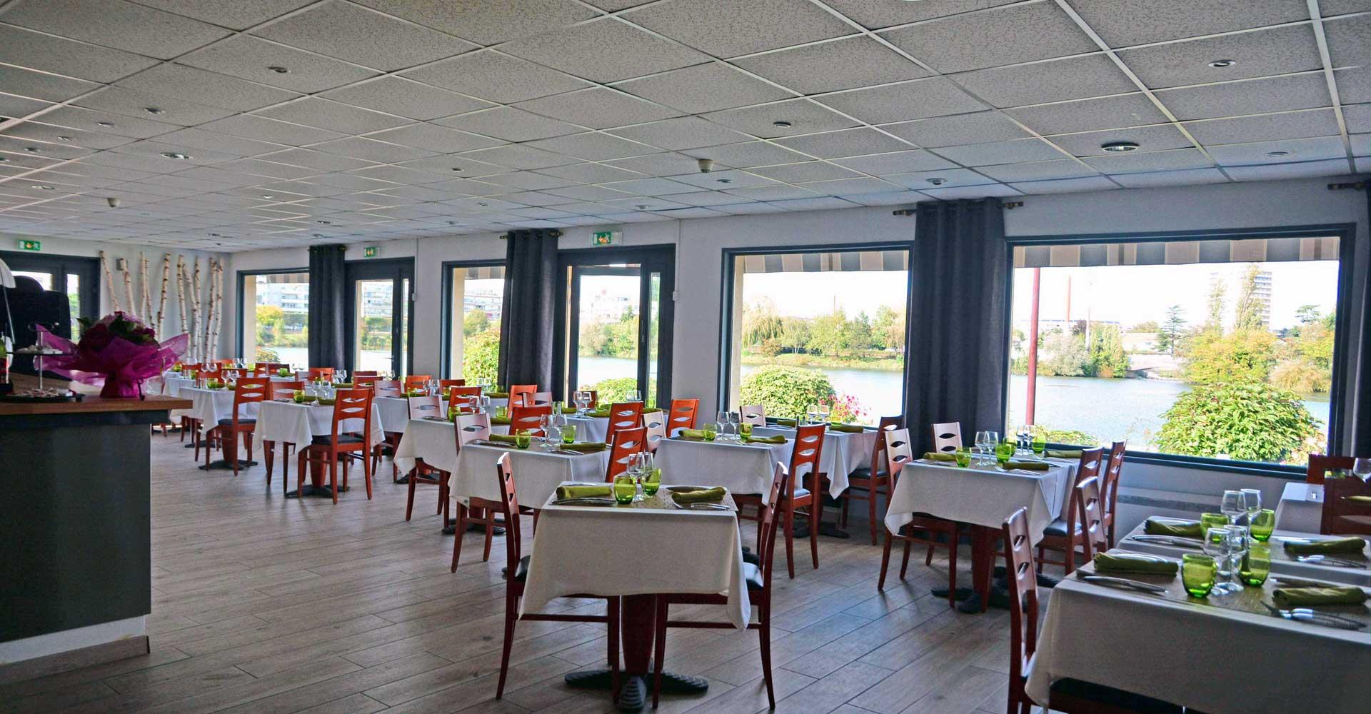 Restaurant de charme l 39 envol e au bord de lac viry for Salle a diner